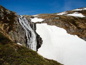 Waterfall and snow on Gullfjellet
