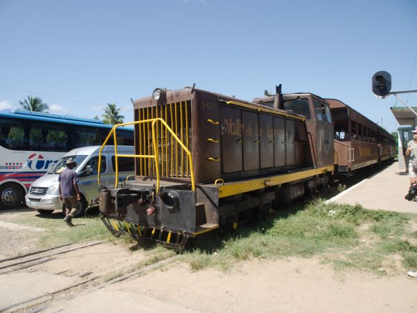 Steam Train to Valle de Los Ingenios
